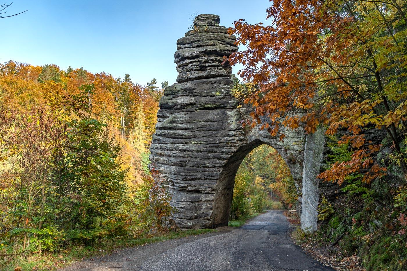 Пекаржова Брана - скальные ворота в Чешском Рае