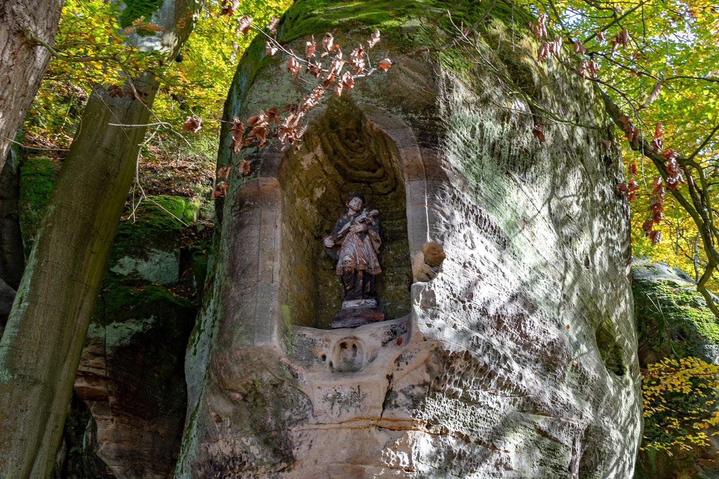Фигура святого Яна Непромуцкого, природный заповедник Подтросецка удоли