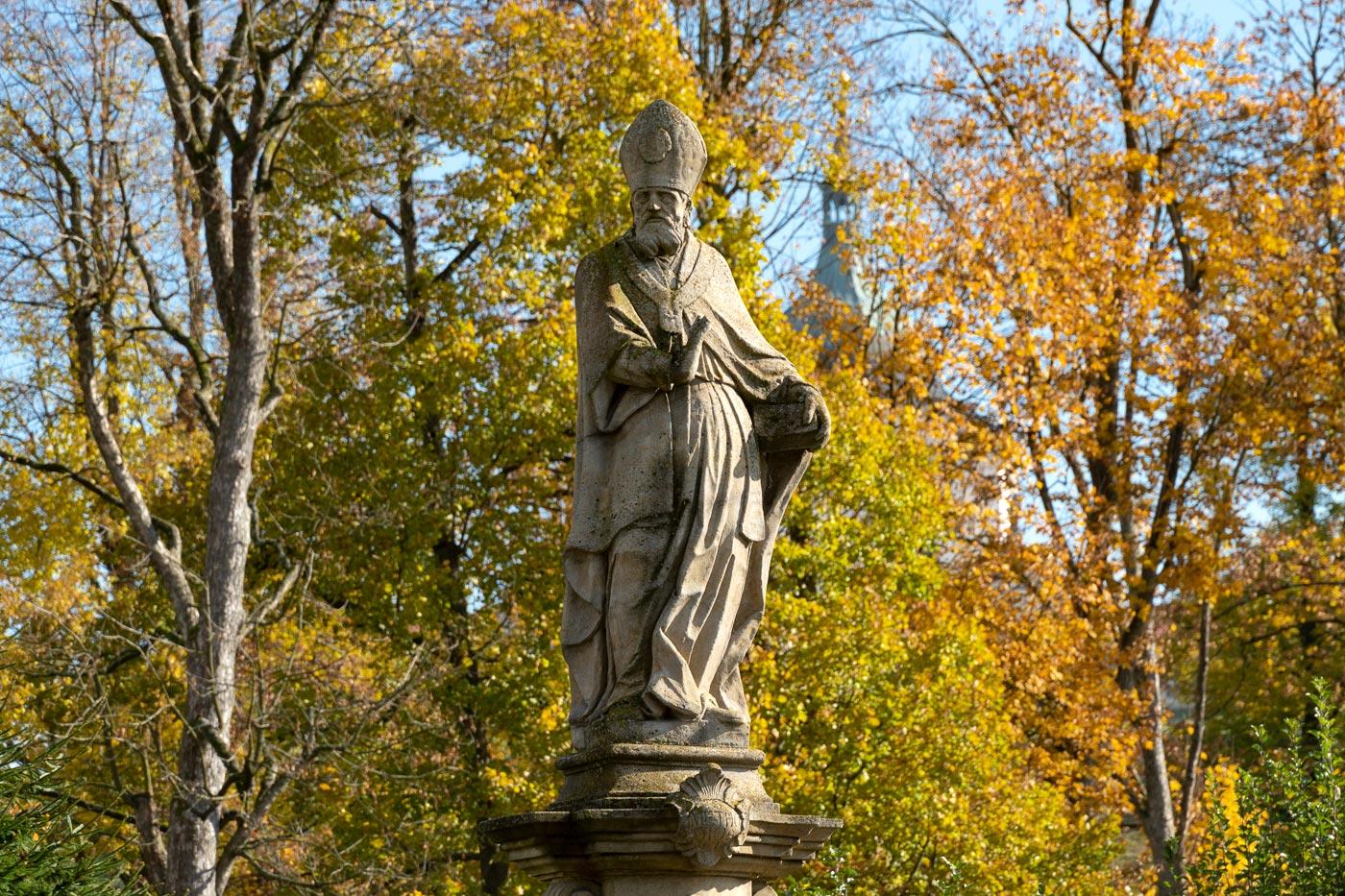 Скульптура святого в парке, Ждяр-над-Сазавой