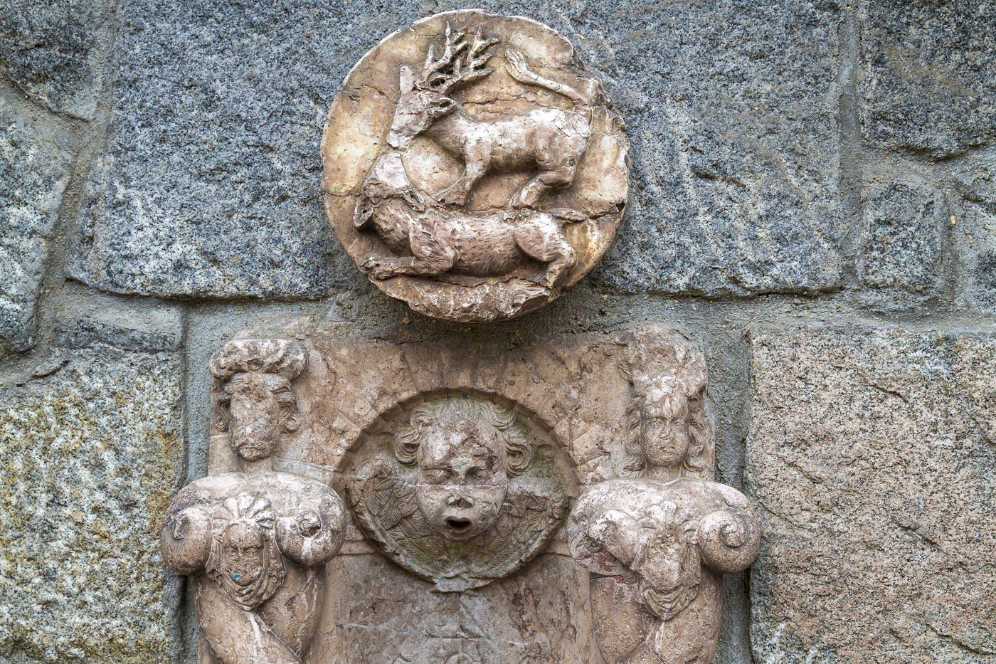 Барельеф с охотничьим мотивом у замка Конопиште