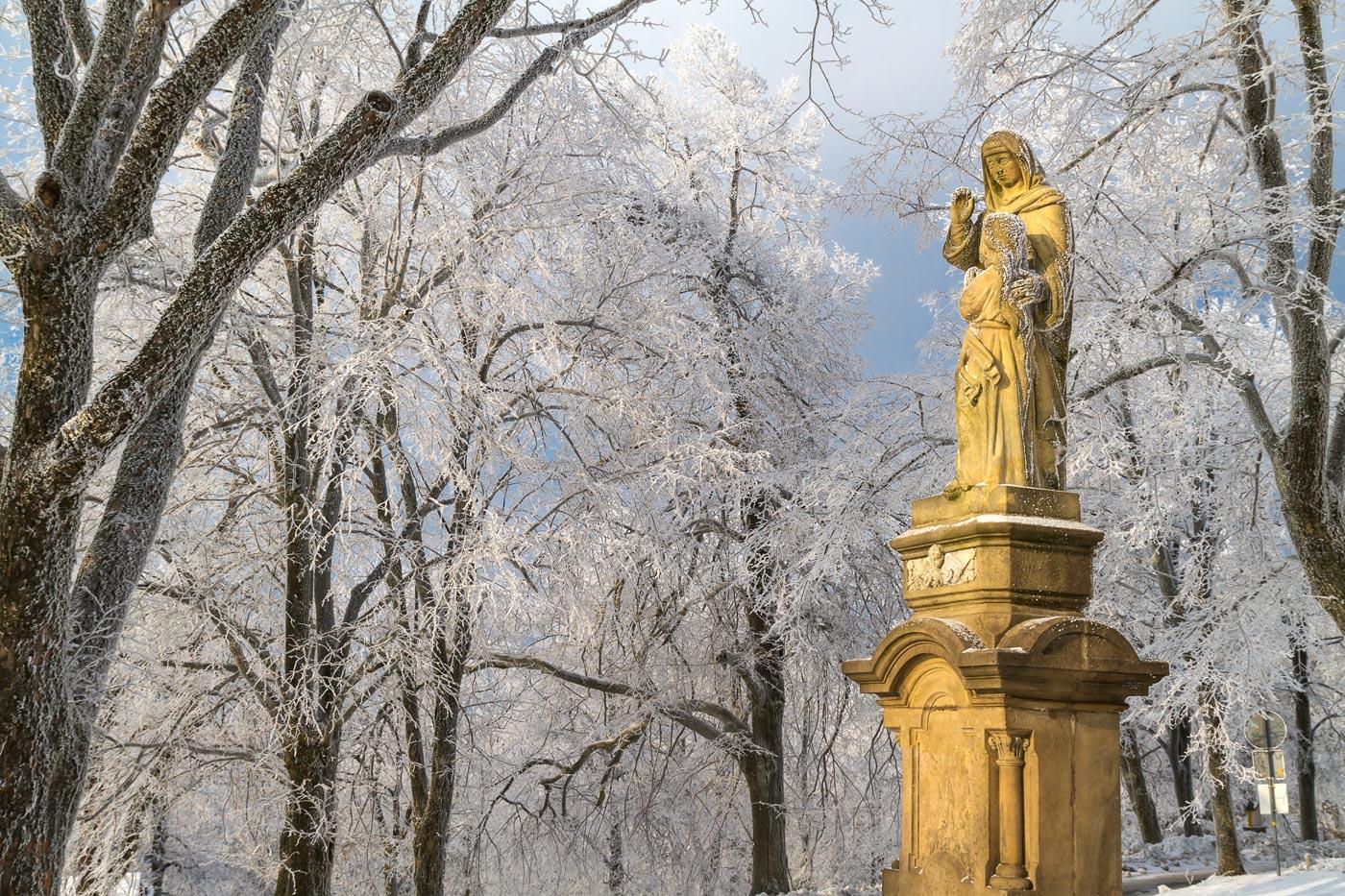 Скульптуры на горе Святой Гостин