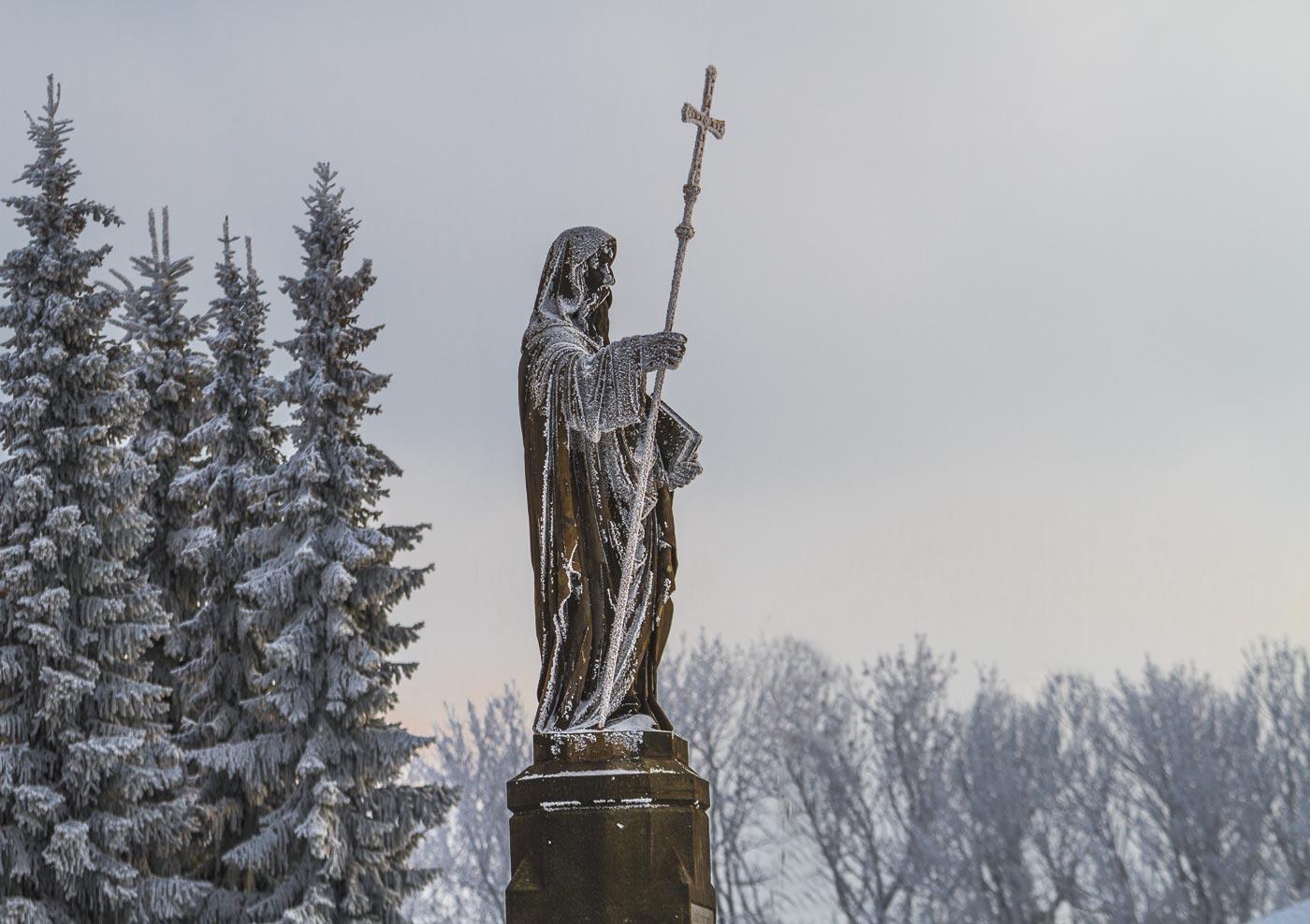 Скульптуры Кирилла и Мефодия на горе Святой Гостин