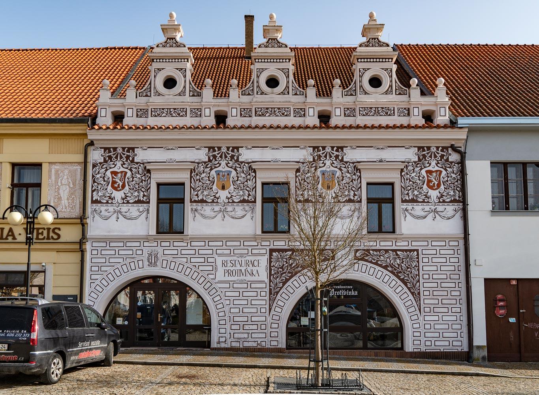 Бехине, дом на площади