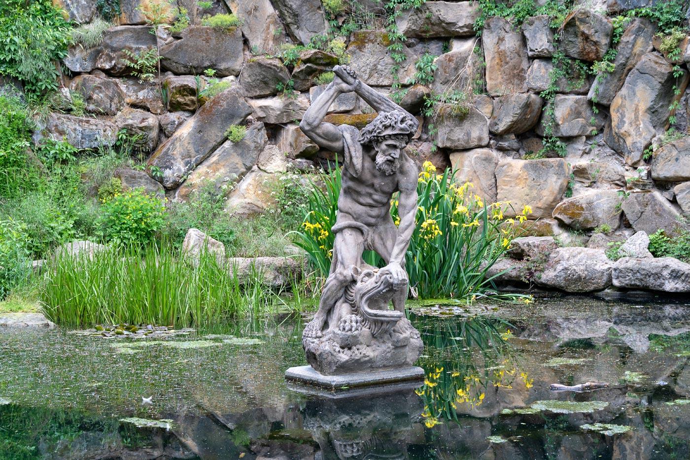 Скульптура Геркулеса в Петршинских садах