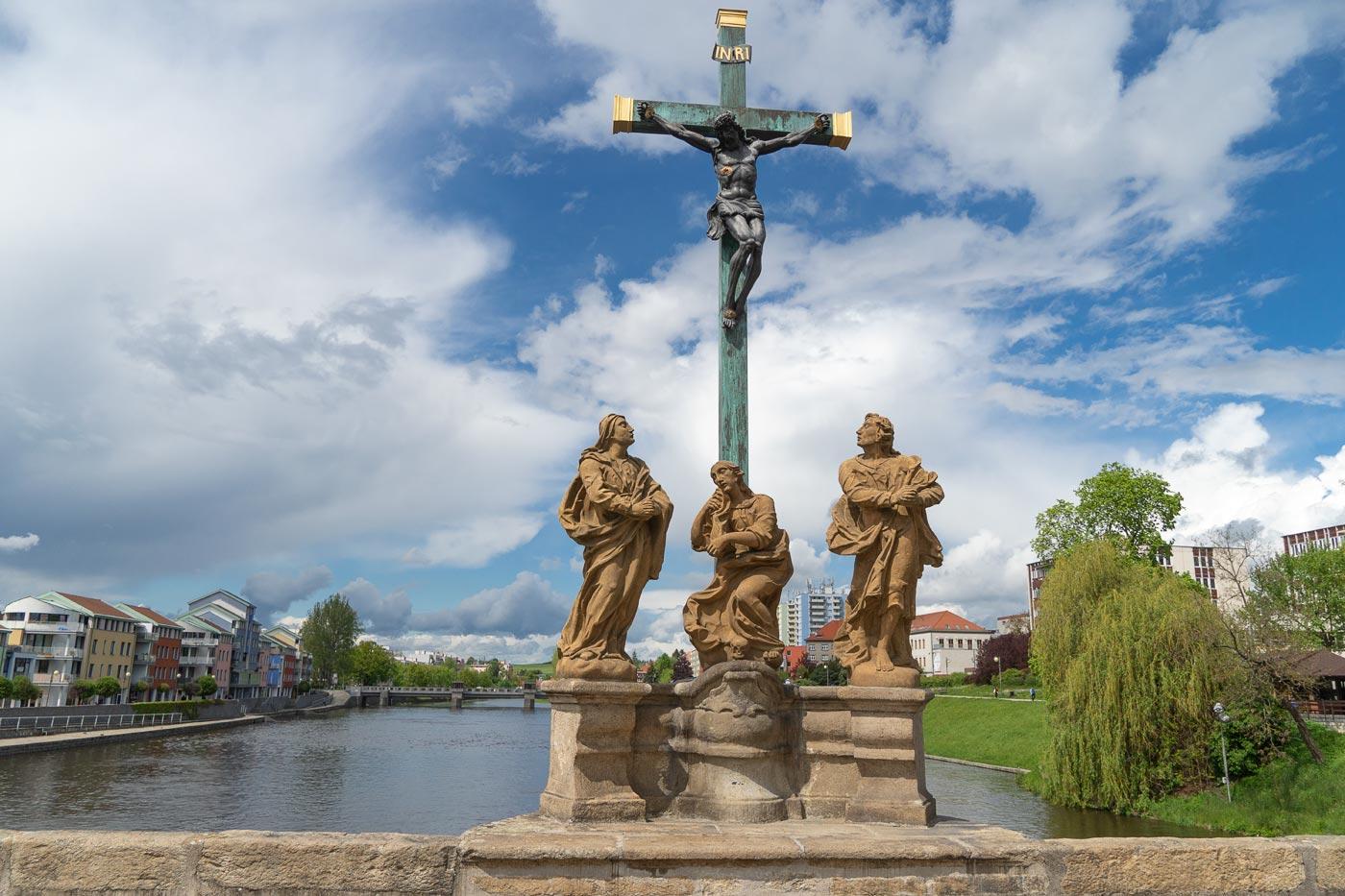 Писек, скульптуры на старейшем чешском каменном мосту