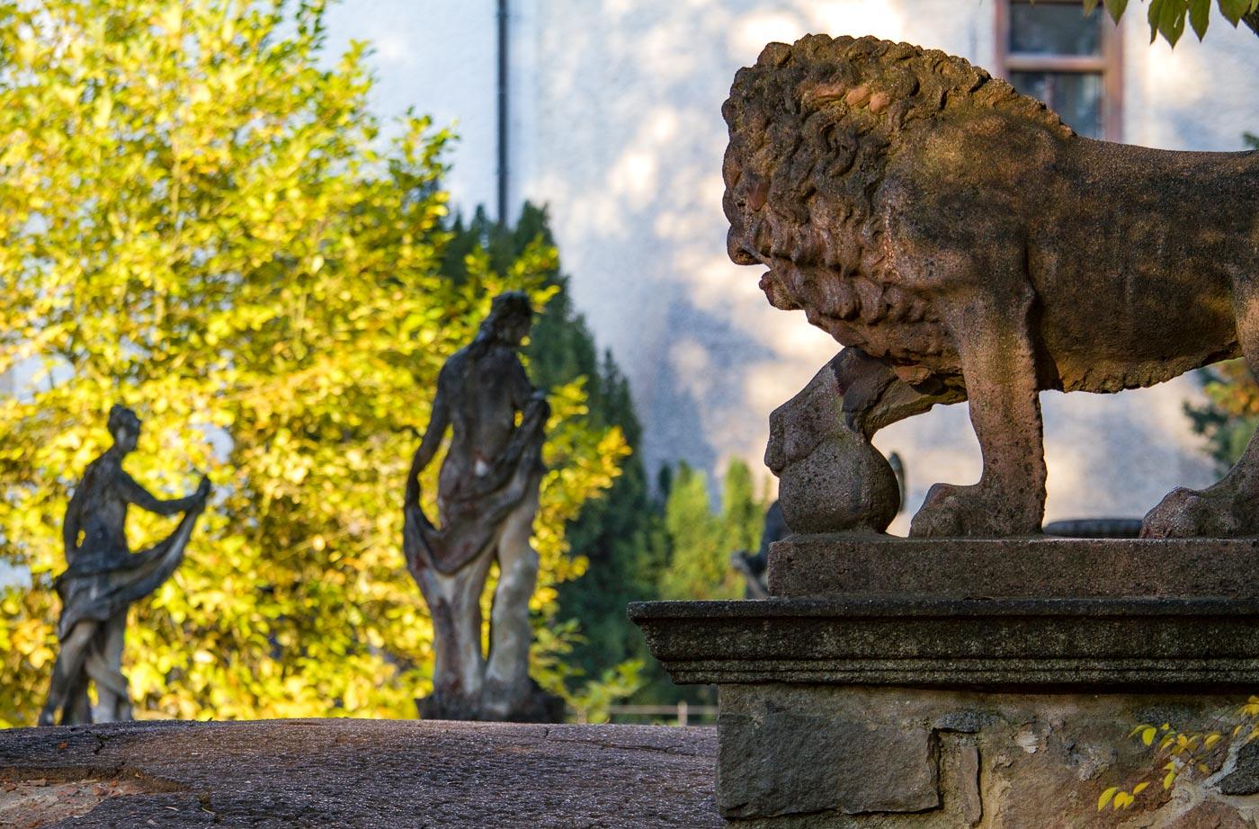 Скульптуры у замка Конопиште