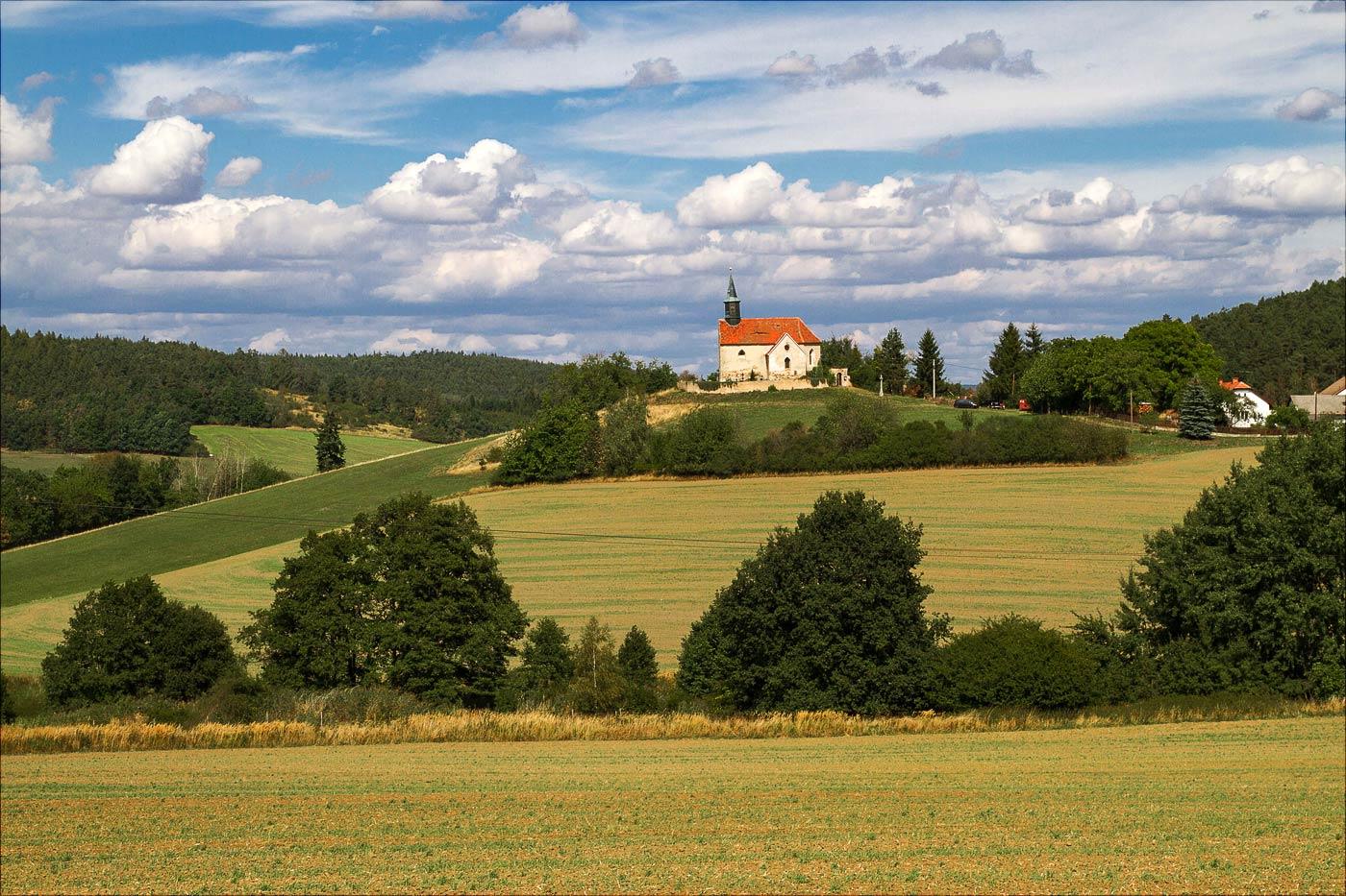 http://countryczech.com/wp-content/uploads/2016/09/photos/20150905-135159_Benesov_okoli.jpg